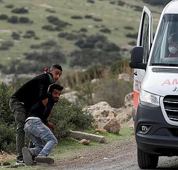 Yaralı Filistinliyi zorla almaya çalıştılar