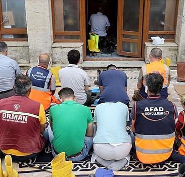 Bozkurt'taki selden etkilenen 113 yıllık camide Cuma Namazı kılındı