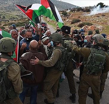 Filistin Kızılayı: İsrail ekiplerimize saldırılarıyor