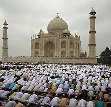 """Hindistan'da bir köye """"sevgi ve toplumsal uyuma örnek olması"""" amacıyla cami inşa ediliyor"""