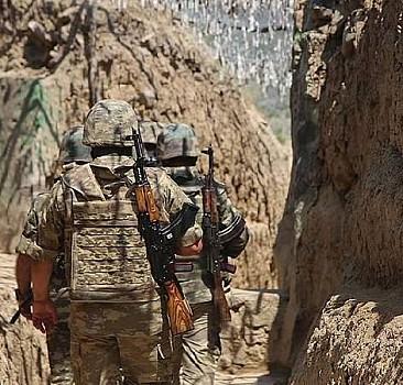 Azerbaycan askerlerine ateş açtılar
