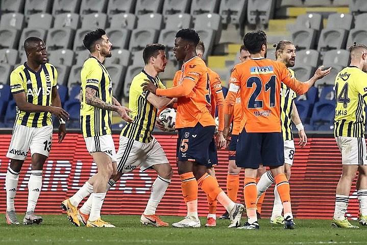 Fenerbahçe, deplasmanda Başakşehir'i mağlup etti