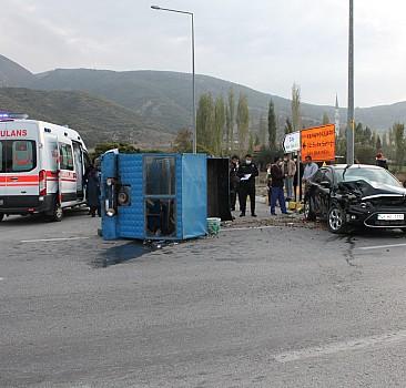 Otomobil ile tarım aracı çarpıştı: 10 yaralı