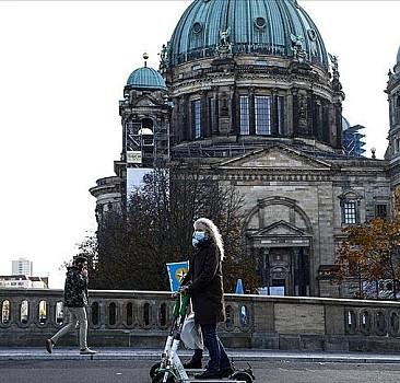 Almanya'daki Kovid-19 kısıtlamaları uzatıldı