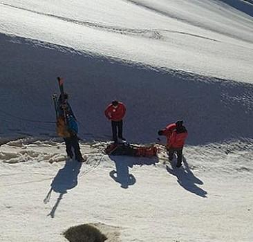 Tırmanışta ayağı burkulan kayakçıyı AFAD kurtardı