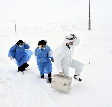 Diz boyu karda aşı timi görevde