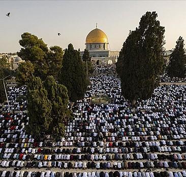 Mescid-i Aksa'da on binlerce kişi ile bayram namazı