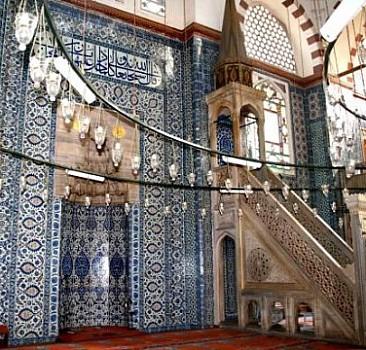 Ünlü çinileriyle bilinen camiler