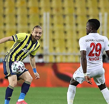 Fenerbahçe evinde Sivasspor'a mağlup oldu