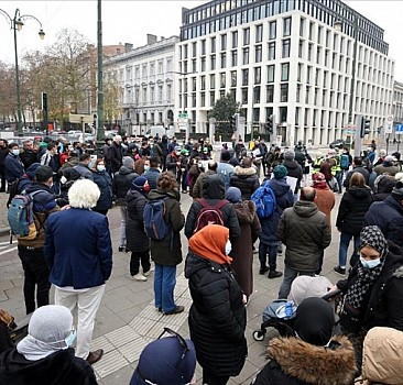 Brüksel'de düzensiz göçmenler ayaklandı
