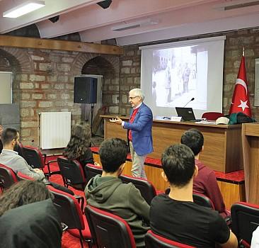 İstanbul'da iki özel kütüphane