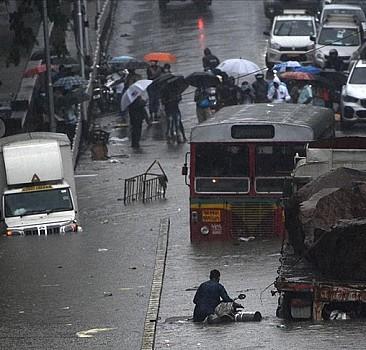 Hindistan'da sel bilançosu ağırlaşıyor