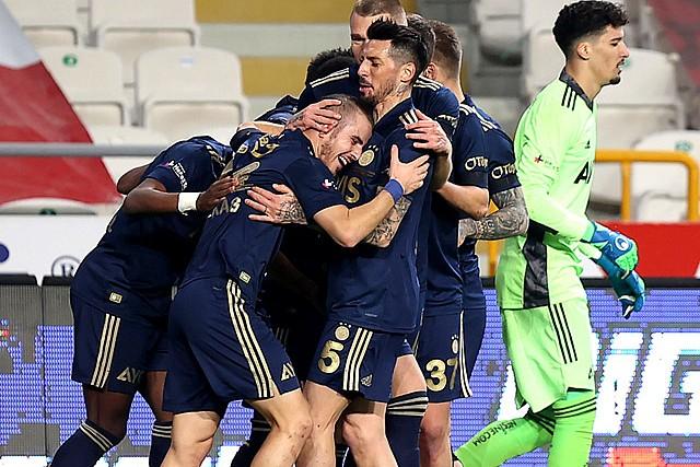 Fenerbahçe, Konya'dan 3 puanla döndü