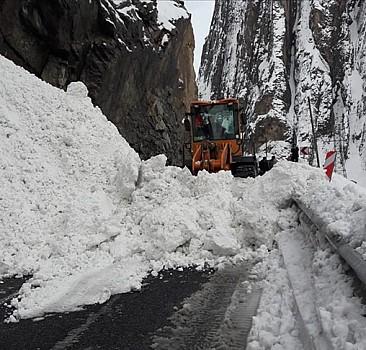 1551 köy ve mahalle yolu ulaşıma kapandı