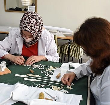 Padişah türbeleri için 150-200 yıl dayanabilecek sanduka örtüsü işliyorlar