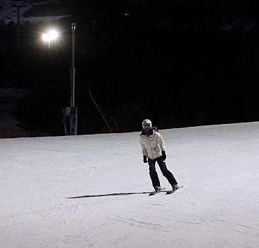 Turistlerden 'gece kayağı'na yoğun ilgi