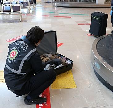 Havalimanı'nda 1 kilo 584 gram uyuşturucu ele geçirildi