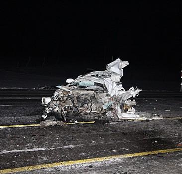 Bingöl'de yolcu otobüsü ile otomobil çarpıştı: 1 ölü, 2 yaralı