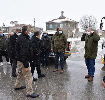 Kar ve tipide mahsur kalan işçiler kurtarıldı