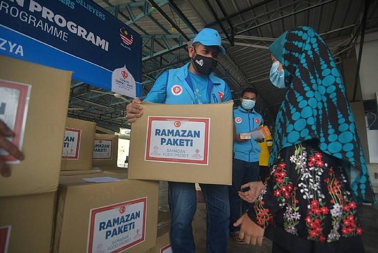 TDV'den Malezya'da ihtiyaç sahiplerine yardım