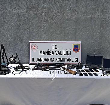 Manisa'da definecilere yönelik operasyon:  8 gözaltı