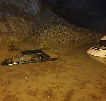 Aydın'da ev ve iş yerlerini su bastı