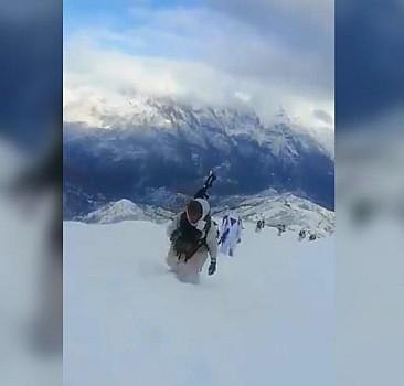 Mehmetçik kar kış demeden operasyonda!