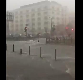 Yağış sonrası Eminönü''nün son hali