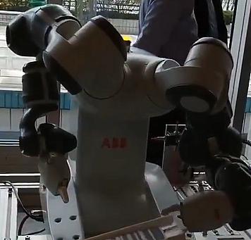 Robotlar artık sihirbazlıkta yapmaya başladı!