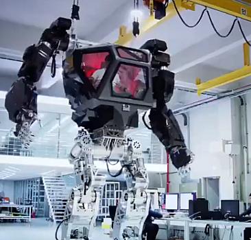 İçeriden yönetilen dev robotlar!