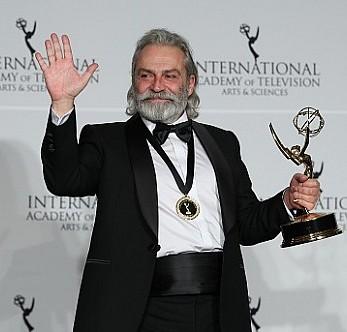 Haluk Bilginer Emmy Ödülü''nün sahibi oldu